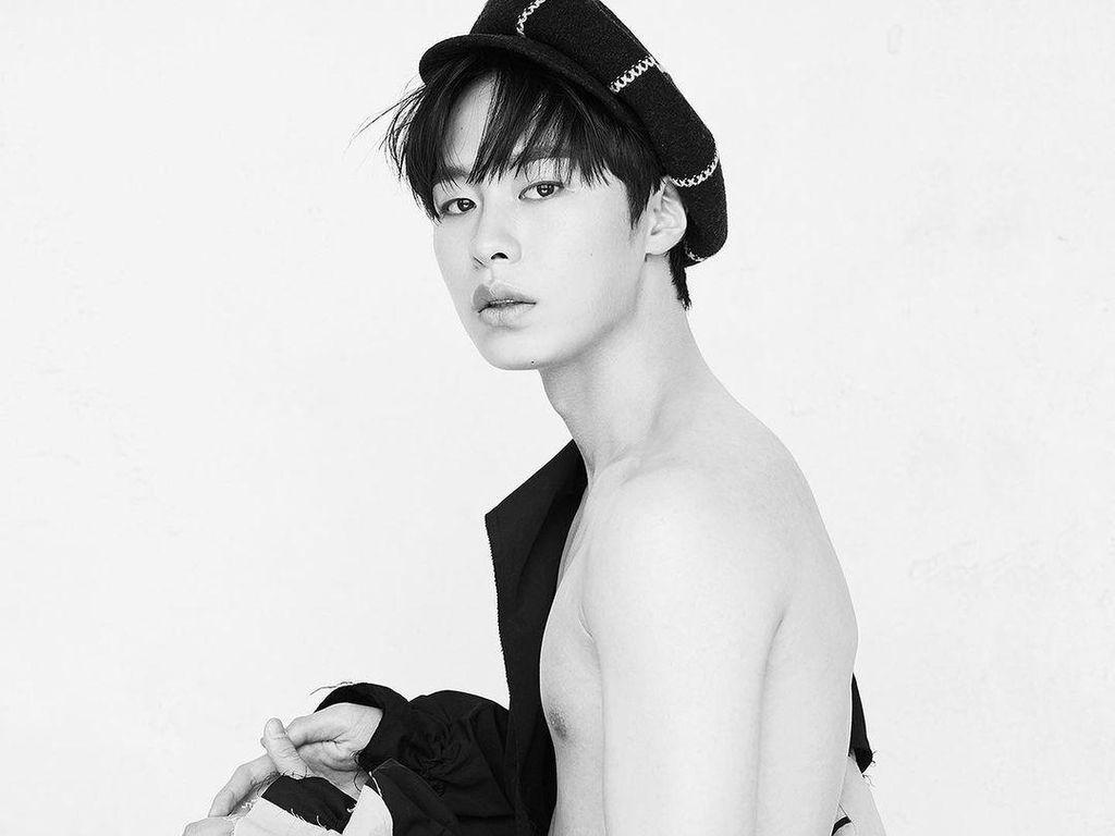 10 Potret Lee Jae Wook, Nyeker hingga Jongkok Tetap Menawan Hati