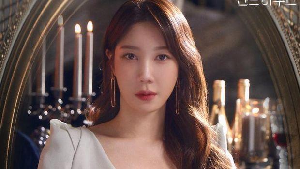 Lee Ji-Ah sebagai Soo-Ryeon di The Penthouse