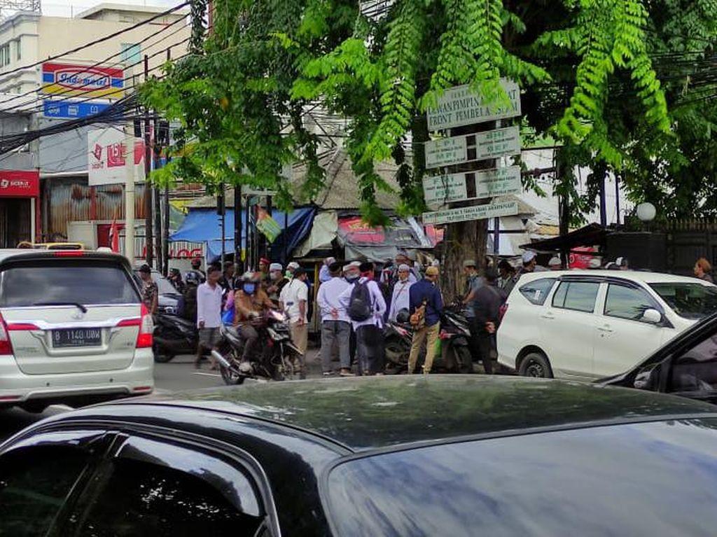 Massa Aksi 1812 Mulai Bergerak dari Petamburan, Jalan KS Tubun Macet