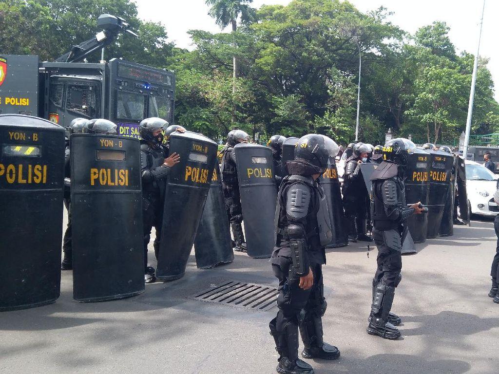 Polisi Tutup Lalin Arah Patung Kuda, Jalan Medan Merdeka Selatan Sempat Macet