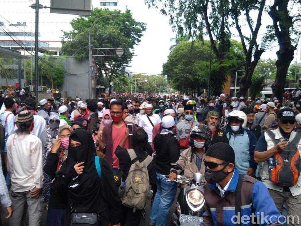 Polri Amankan 155 Massa Aksi 1812: Ada yang Bawa Ganja & Sajam