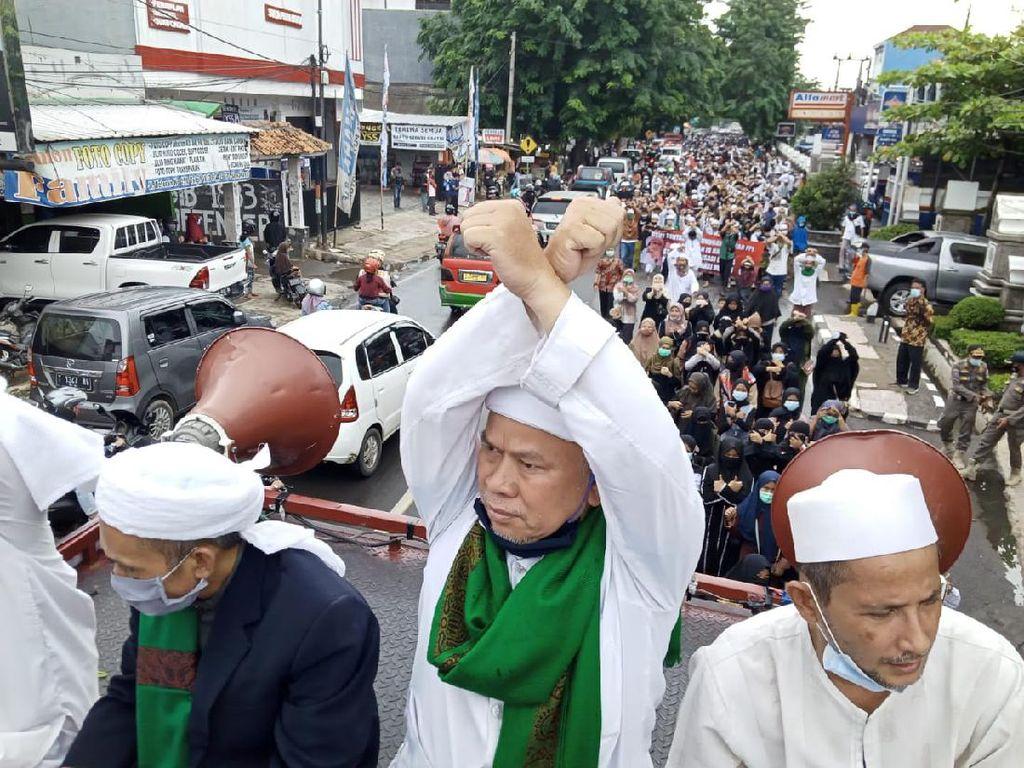 Demo di Polres Purwakarta, Pendukung HRS: Bebaskan Habib Rizieq!