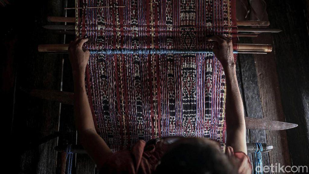 Melihat Pembuatan Kain Tenun Khas Suku Umamae Malaka