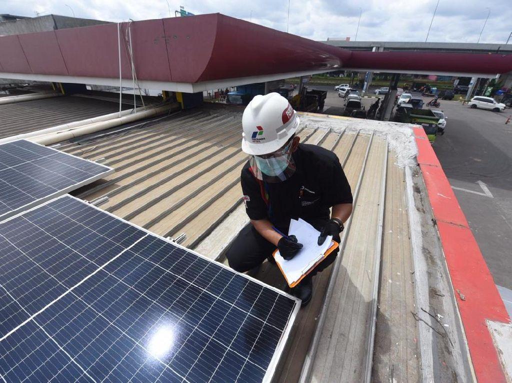 Dorong Transisi Energi, Pertamina Bangun PLTS Atap di 63 SPBU