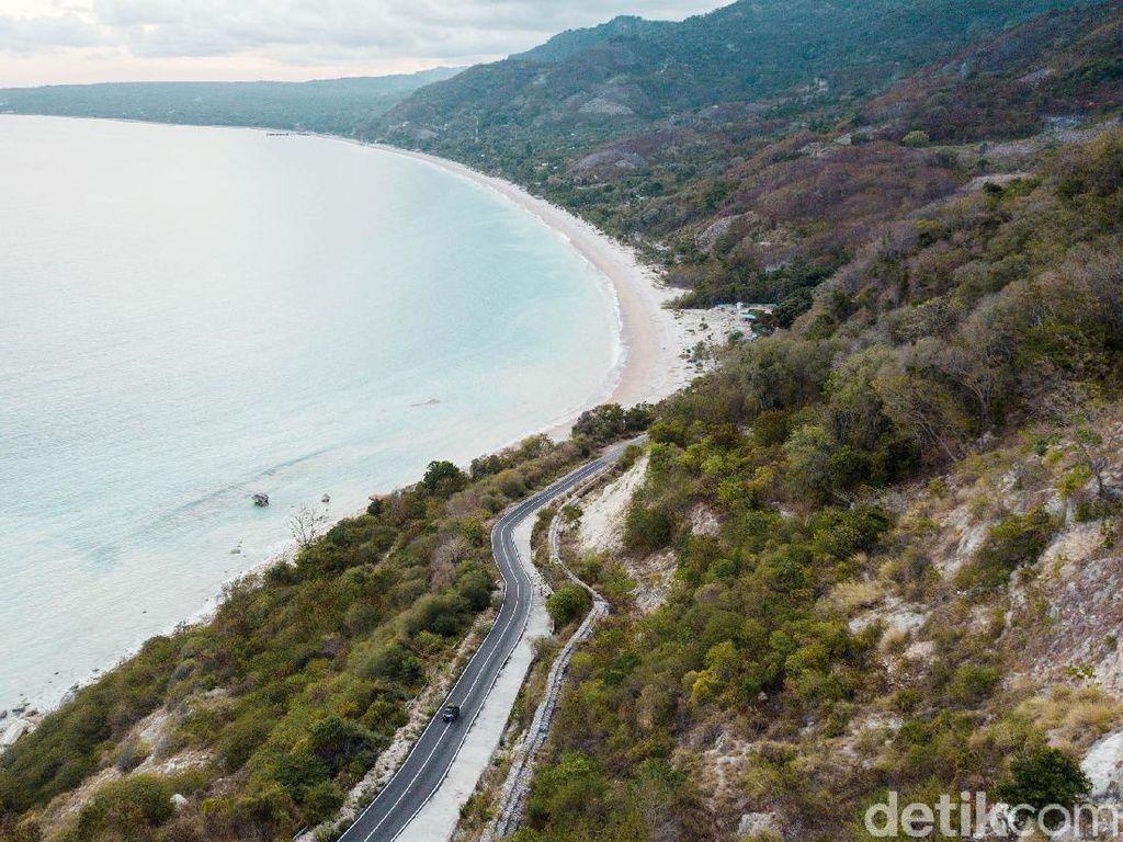 Pesona Pantai Kolbano yang Menawan dari Ketinggian