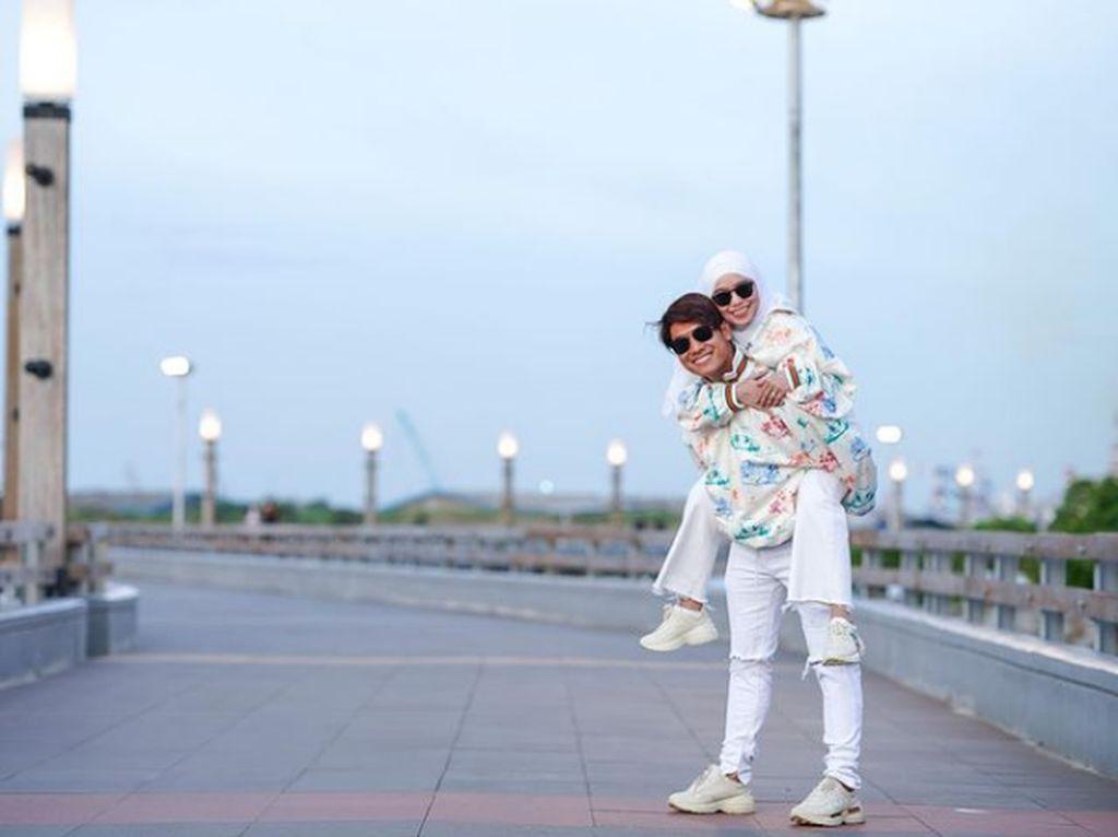 Ini Gaun Mewah yang Dipesan Rizky Billar dan Lesti Kejora ke Ivan Gunawan