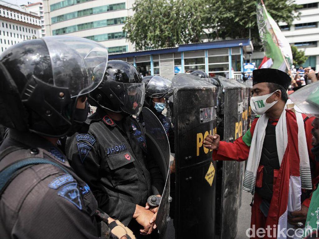 Polisi: Massa Aksi 1812 Dipulangkan Kecuali yang Bawa Sajam-Reaktif COVID