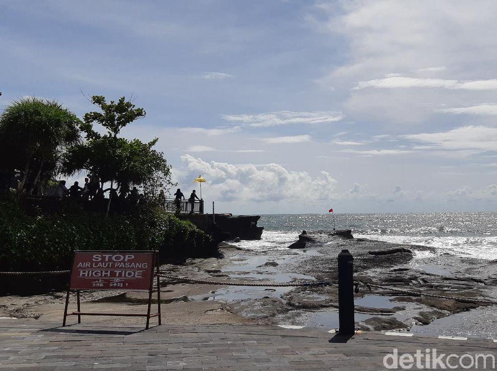 Potret Tanah Lot dan Pantai Seminyak Bali, Begitu Sepi Hari Ini