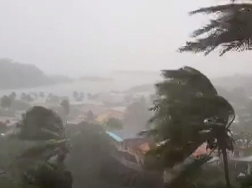 Topan Fiji Tewaskan Dua Orang, Luluh Lantakkan Rumah-rumah