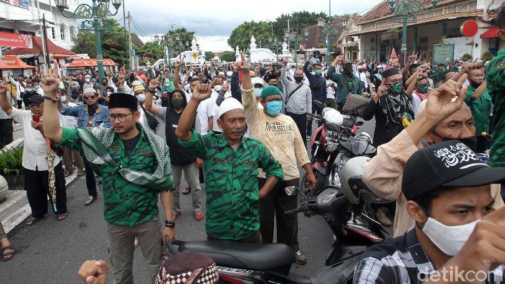 Penampakan Aksi Massa di Titik Nol Kilometer Yogyakarta
