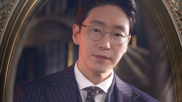 Uhm Ki-joon sebagai Joo Dan Tae di The Penthouse