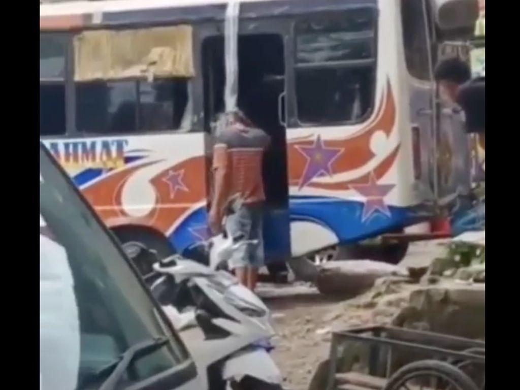 Viral Oknum Polisi Siram Sopir Bus Dengan Miras di Ambon