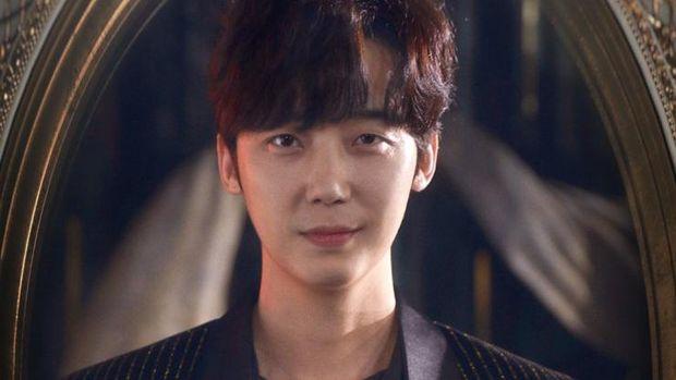 Yoon Jong-Hoon sebagai Ha Yoon-Cheol di The Penthouse