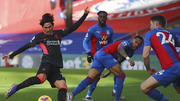 Liverpool's Takumi Minamino, left, scores his side's opening goal during the English Premier League soccer match between Crystal Palace and Liverpool at Selhurst Park stadium in London, Saturday, Dec. 19, 2020. (Clive Rose/Pool via AP)