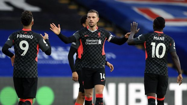 Liverpool's Jordan Henderson, centre, celebrates with teammates after scoring his side's fourth goal during the English Premier League soccer match between Crystal Palace and Liverpool at Selhurst Park stadium in London, Saturday, Dec. 19, 2020. (Adam Davy/Pool via AP)