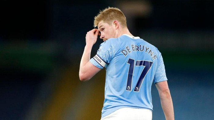 MANCHESTER, ENGLAND - DECEMBER 15: Kevin De Bruyne of Manchester City reacts during the Premier League match between Manchester City and West Bromwich Albion at Etihad Stadium on December 15, 2020 in Manchester, England. The match will be played without fans, behind closed doors as a Covid-19 precaution.  (Photo by Clive Brunskill/Getty Images)