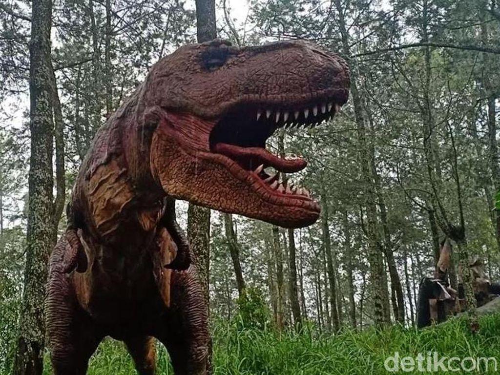 Aksi Dinosaurus Ngamuk yang Viral Akan Disuguhkan di Mojosemi Forest Park