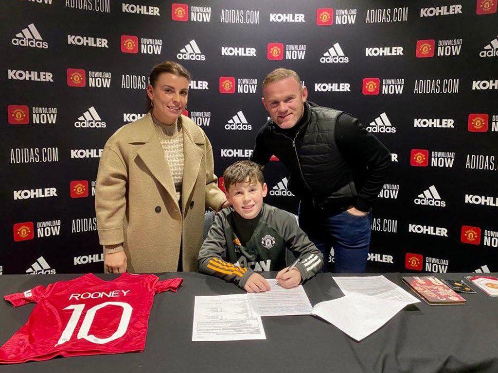 Bangganya Rooney, Putranya Gabung Manchester United