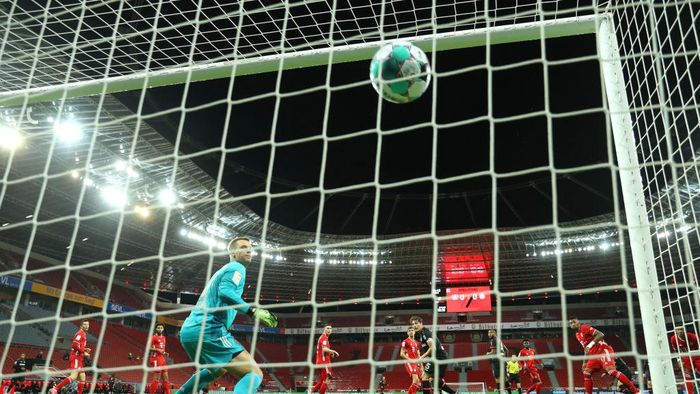 LEVERKUSEN, GERMANY - DECEMBER 19:  Manuel Neuer of FC Bayern Munich watches on at the ball as Patrik Schick of Bayer 04 Leverkusen scores his teams first goal during the Bundesliga match between Bayer 04 Leverkusen and FC Bayern Muenchen at BayArena on December 19, 2020 in Leverkusen, Germany. Sporting stadiums around Germany remain under strict restrictions due to the Coronavirus Pandemic as Government social distancing laws prohibit fans inside venues resulting in games being played behind closed doors. (Photo by Lars Baron/Getty Images)