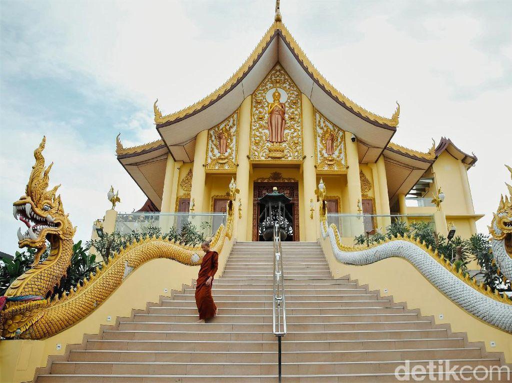 Bukan di Thailand, Vihara Megah Ini Ada di Jakarta