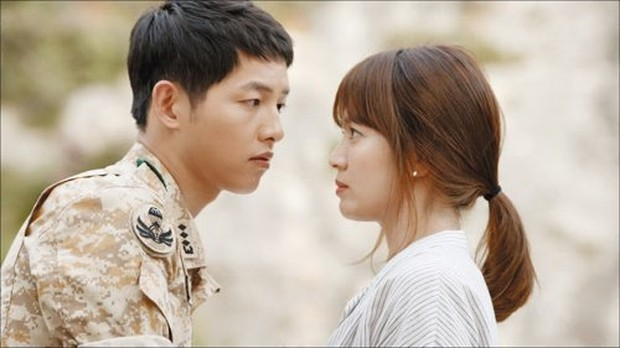 Drama Korea Crash Landing on You yang dibintangi oleh Song Jong Ki dan Song Hye Kyo.