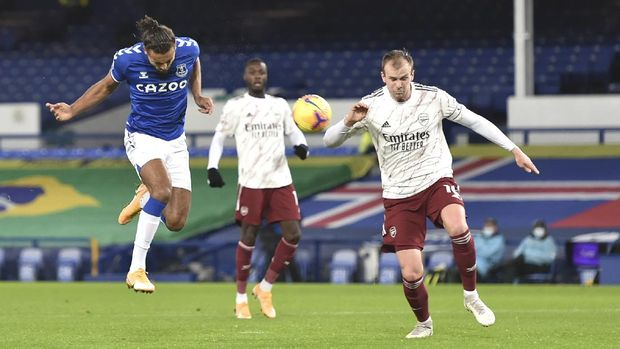 Everton's Dominic Calvert-Lewin, left, heads the ball during the English Premier League soccer match between Everton and Arsenal at Goodison Park in Liverpool, England, Saturday, Dec. 19, 2020. (Peter Powell/Pool via AP)
