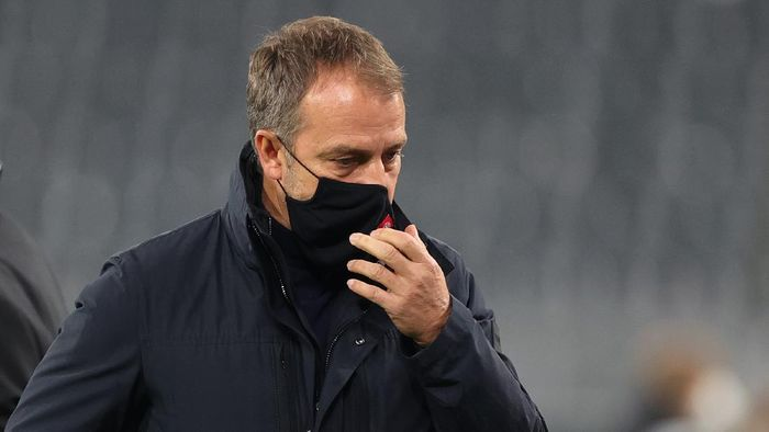 DORTMUND, GERMANY - NOVEMBER 07:  Head coach Hansi Flick of Muenchen looks on prior to the Bundesliga match between Borussia Dortmund and FC Bayern Muenchen at Signal Iduna Park on November 07, 2020 in Dortmund, Germany. Sporting stadiums around Germany remain under strict restrictions due to the Coronavirus Pandemic as Government social distancing laws prohibit fans inside venues resulting in games being played behind closed doors. (Photo by Friedemann Vogel - Pool/Getty Images)