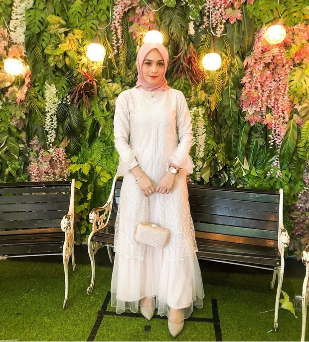 Inspirasi dress kebaya cantik warna putih.
