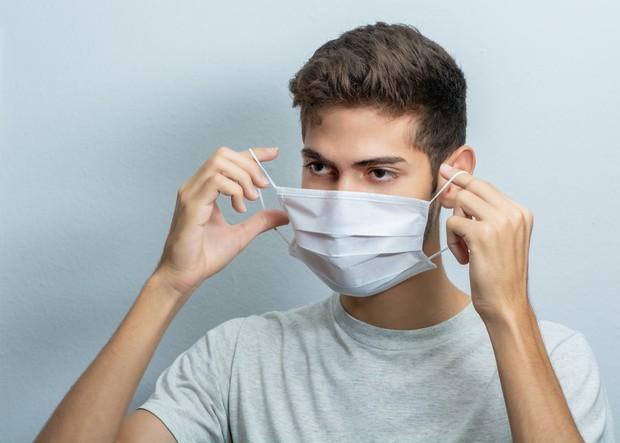 Ilustrasi pria melepas masker