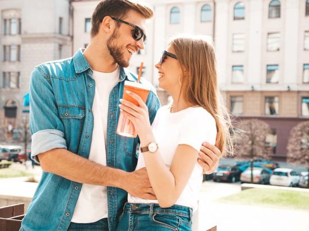 menaruh respect lebih menjadi alasan kuat mengapa jatuh cinta dengan pria lebih muda bukanlah hal yang salah/freepik.com
