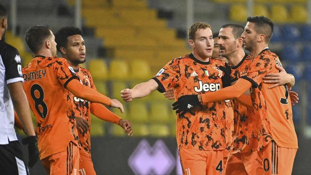 Juventus' Dejan Kulusevski celebrates after scoring his side's first goal of the game during the Italian Serie A soccer match between Parma and Juventus at the Ennio Tardini stadium in Parma, Italy, Saturday, Dec. 19, 2020. (Massimo Paolone/LaPresse via AP)