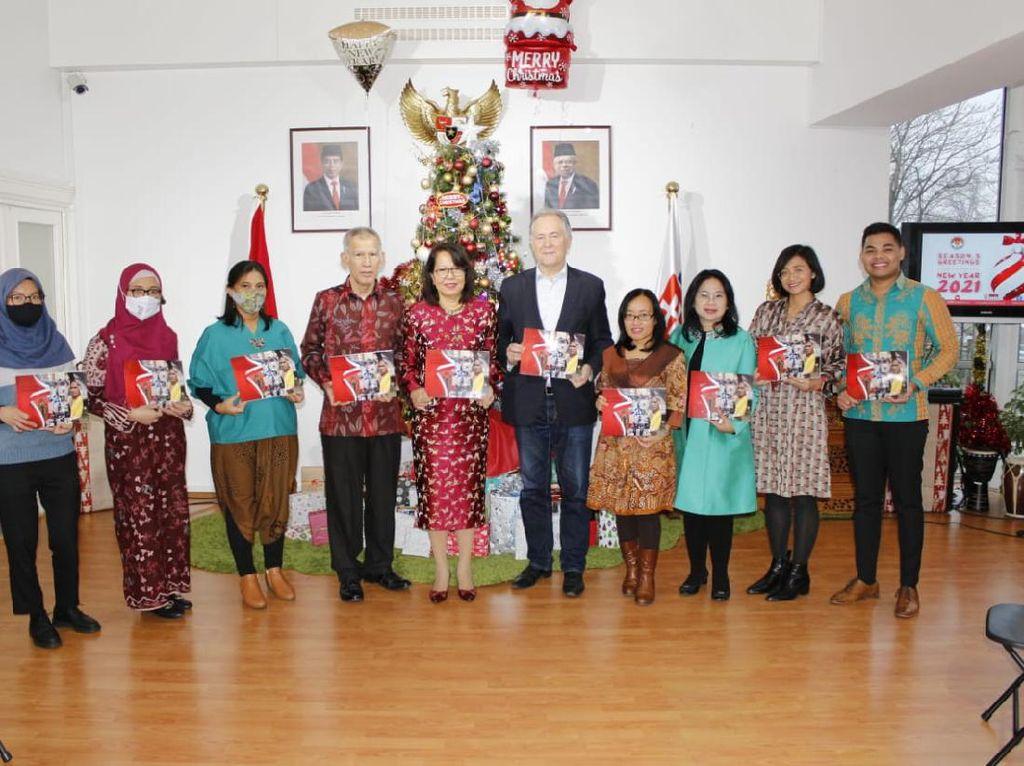 Mantan Menteri Luar Negeri Slowakia Tulis Buku Tentang Indonesia