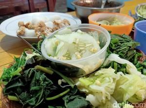 Sedapnya Pecel Lemah Abang dengan 15 Jenis Sayuran Khas Banjarnegara