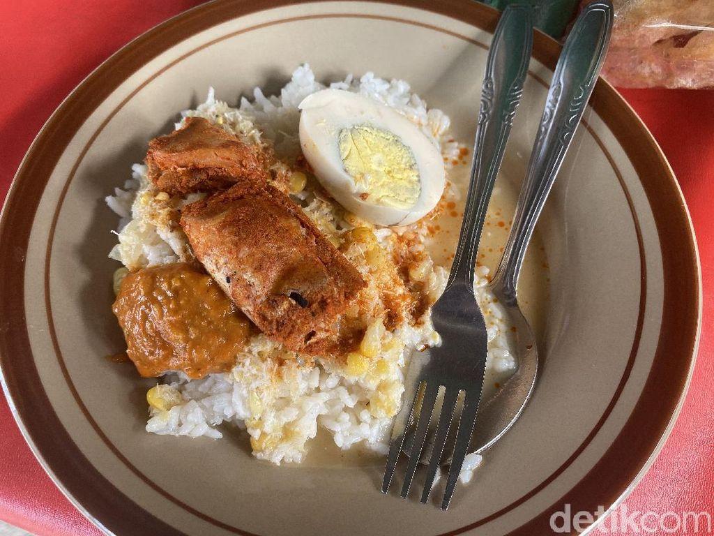 Sego Cawuk Bu Mantih: Sarapan Nasi Kuah khas Banyuwangi yang Legendaris