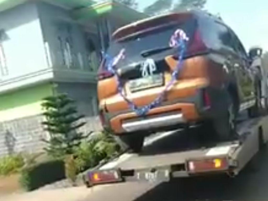 Lamaran Mewah Bak Sultan di Batang, Seserahannya Mobil dan Perabotan