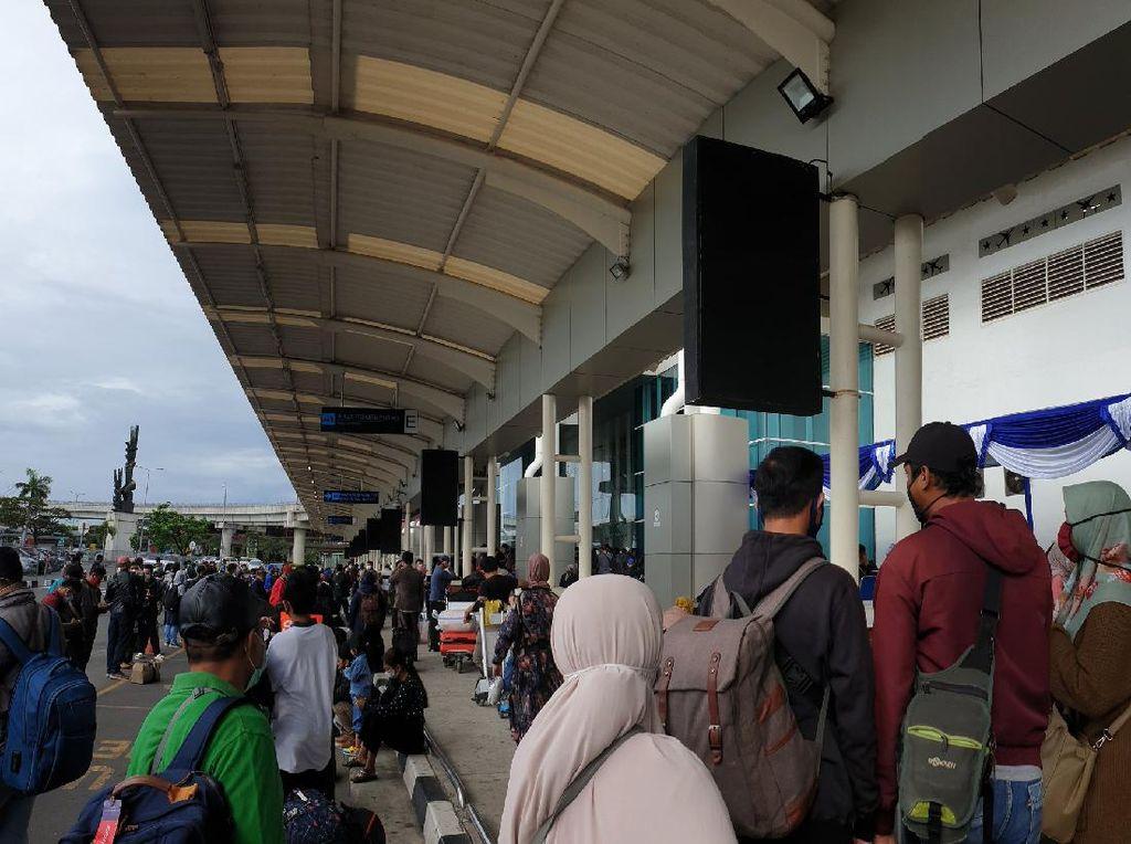 Antrean Rapid Test di Bandara Soetta Sempat Mengular Pagi Ini