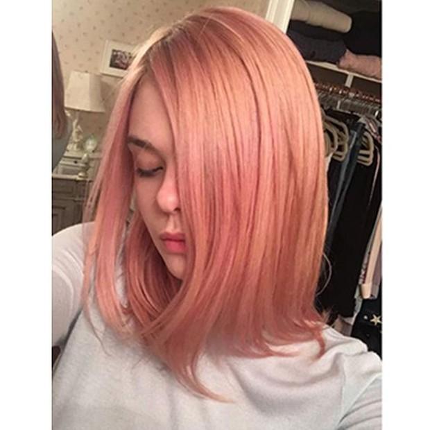 Aktris Elle Fanning yang mengganti tampilan rambutnya secara keseluruhan.