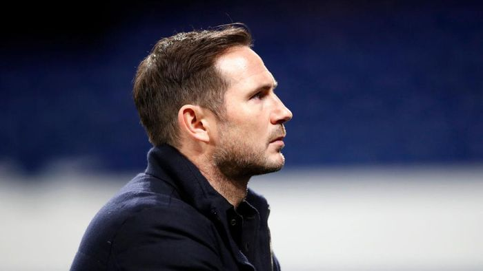 LIVERPOOL, ENGLAND - DECEMBER 12: Frank Lampard, Manager of Chelsea looks on prior to the Premier League match between Everton and Chelsea at Goodison Park on December 12, 2020 in Liverpool, England. A limited number of spectators (2000) are welcomed back to stadiums to watch elite football across England. This was following easing of restrictions on spectators in tiers one and two areas only. (Photo by Clive Brunskill/Getty Images)
