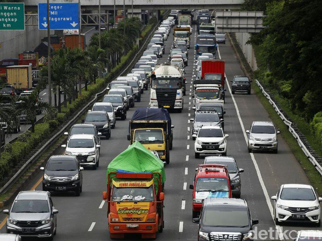 Sejumlah Ruas Tol di Jakarta Macet Akibat Kepadatan Volume Kendaraan