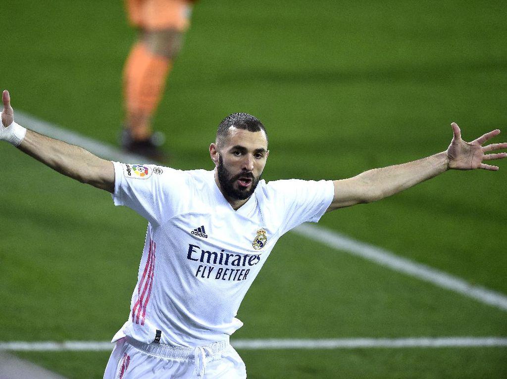 Lyon Masih Menyimpan Mimpi Pulangkan Benzema