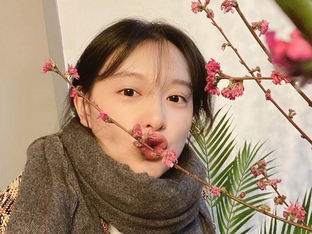 7 Potret Kim Ji Won yang Bikin Gemas!