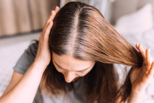 Agar membantu menjaga kecerahan atau dimensi yang dimiliki rambut.