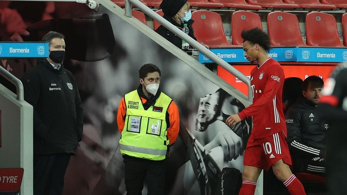 LEVERKUSEN, GERMANY - DECEMBER 19: Leroy Sane of Muenchen leaves dejected the pitch during the Bundesliga match between Bayer 04 Leverkusen and FC Bayern Muenchen at BayArena on December 19, 2020 in Leverkusen, Germany. (Photo by Lars Baron/Getty Images)