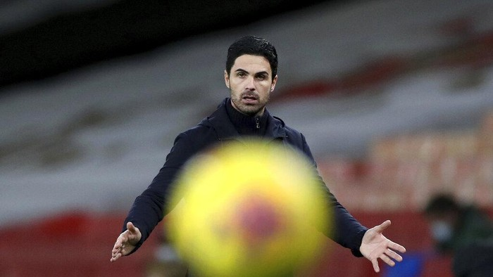 Arsenals manager Mikel Arteta gestures as the ball passes in front of him during an English Premier League soccer match between Arsenal and Southampton at the Emirates stadium in London, England, Wednesday, Dec. 16, 2020. (Peter Cziborra/Pool via AP)