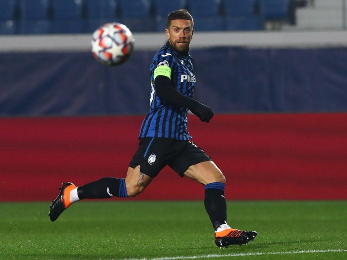 BERGAMO, ITALY - DECEMBER 01:  Alejandro Dario Gomez of Atalanta BC in action during the UEFA Champions League Group D stage match between Atalanta BC and FC Midtjylland at Gewiss Stadium on December 1, 2020 in Bergamo, Italy.  (Photo by Marco Luzzani/Getty Images)