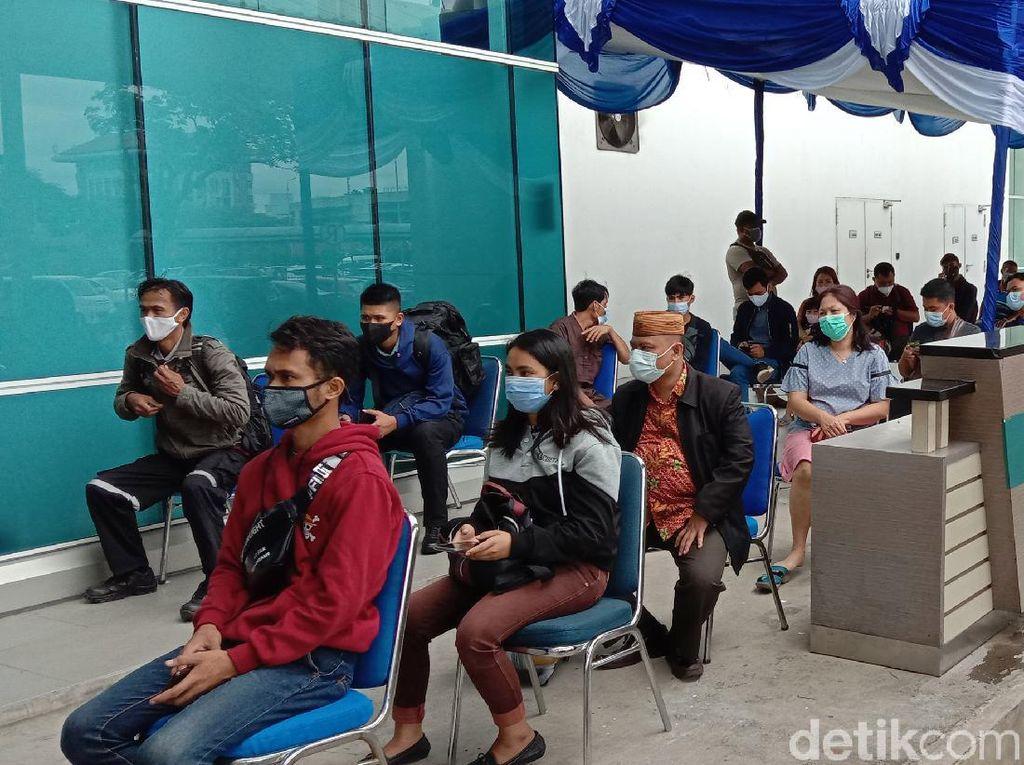 Antrean Rapid Test di Bandara Soetta Mengular Pagi Ini