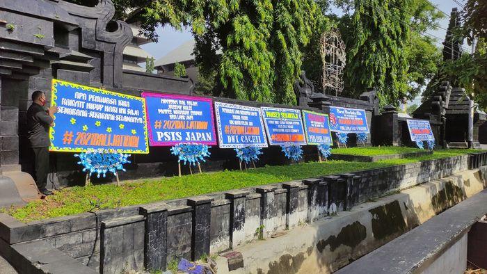 Pendukung PSIS Semarang mengirim asiprasi kembali ke Stadion Jatidiri pada 2021.