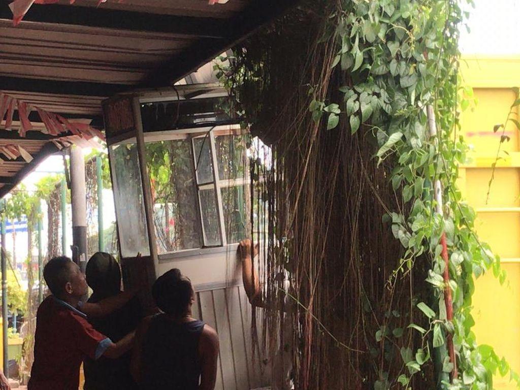 Rest Area Km 50 Tol Japek Tutup Dipasangi Traffic Cone, Pedagang Mulai Berbenah