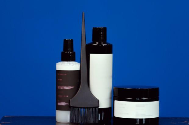 Hal ini akan membuat pewarna rambut menjadi lebih menyala dan meningkatkan keberhasilan.