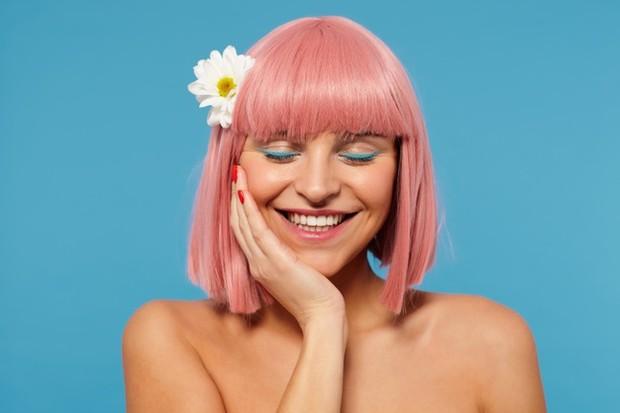 Ada beberapa hal yang harus diperhatikan sebelum mewarnai rambut, yaitu cat rambut.